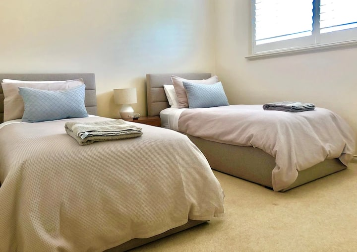 Seashells - comfy single bed/s close to everything
