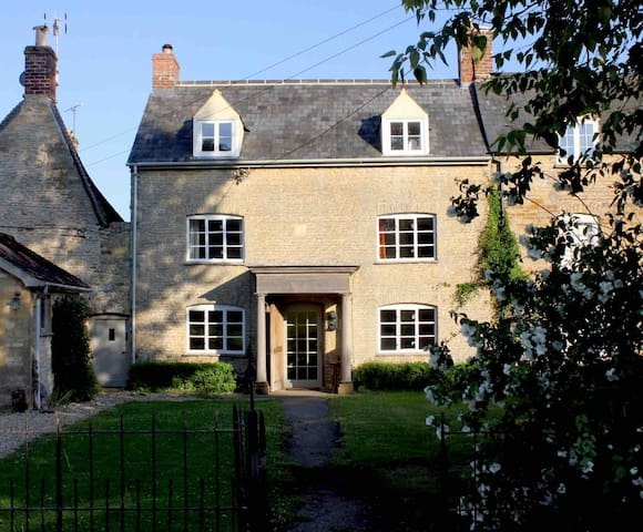 Stylish listed house Kingham, Daylesford Cotswolds