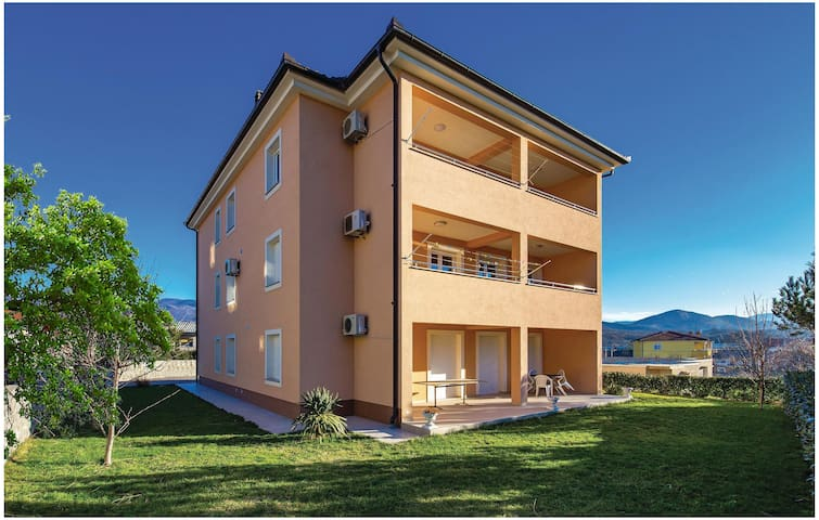 Holiday apartment with 2 bedrooms on 65m² in Cavle