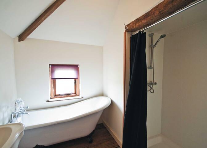 Saffron Cottage - E