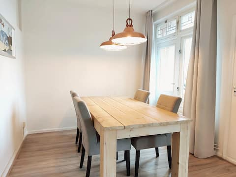 Central located sunny & spacious apartment