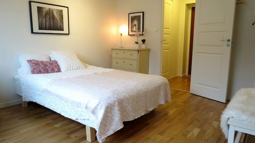 Private double room close to Liseberg/City Centre.