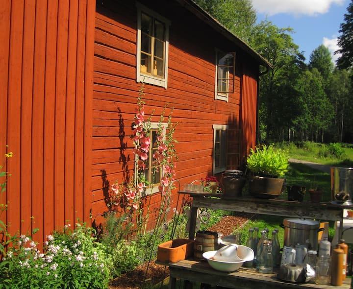 Houten huis met natuurlijke materialen .max 6 p