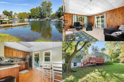 Luxury 3 BR Lake House with balcony and dock