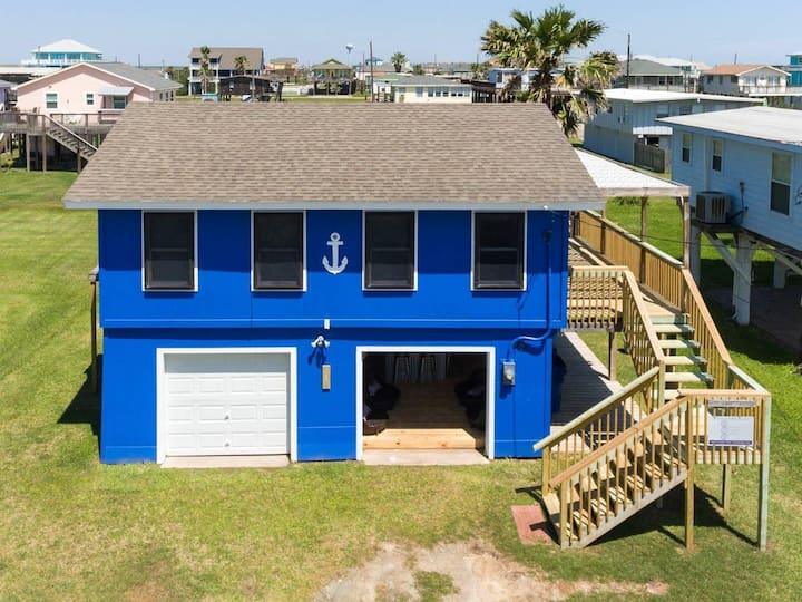 Ocean Blue - Cool Garage Lounge - Easy Beach Access!