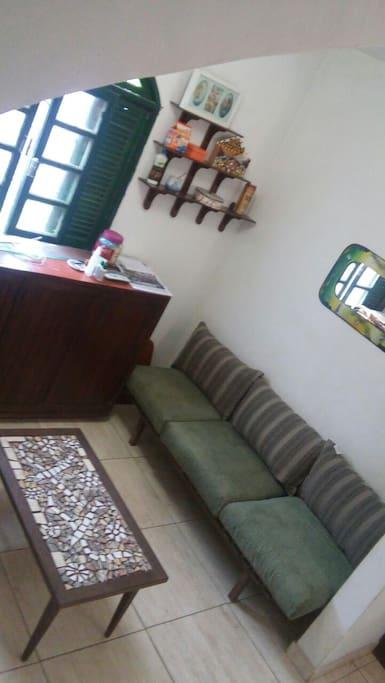 sala com mesinha de mosaico