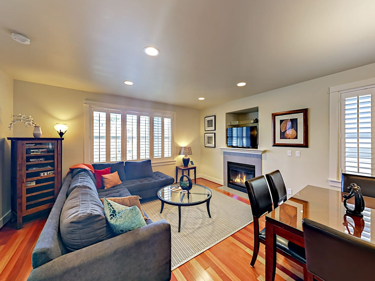 "Welcome to your townhouse in Seattle! Kick back on the sectional sofa and watch shows on a 46"" flat screen TV."
