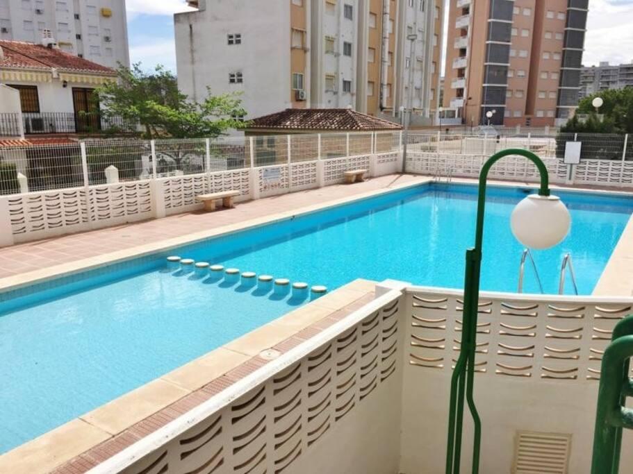 Apartamento con piscina y garaje cerca de la playa for Camping con piscina climatizada en comunidad valenciana