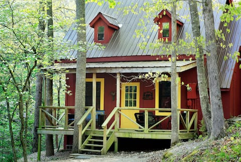 Family and Pet Friendly 2 Bedroom Private Cottage