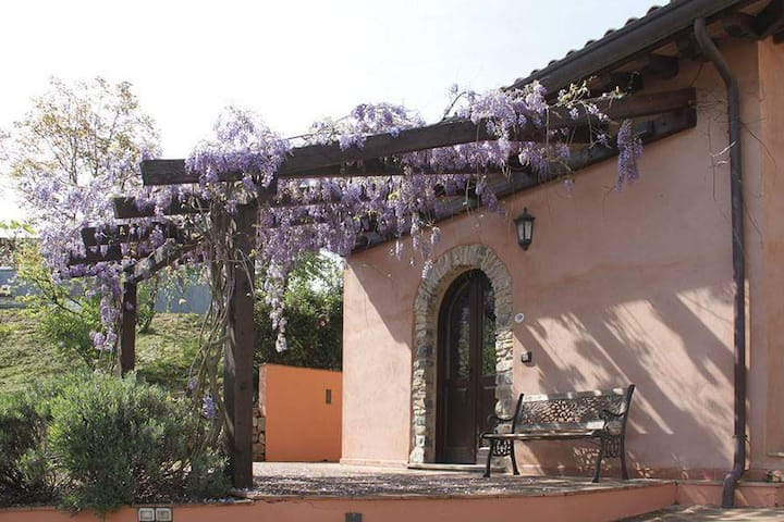 Mini lodge with pool, countryside nr Cinque Terre