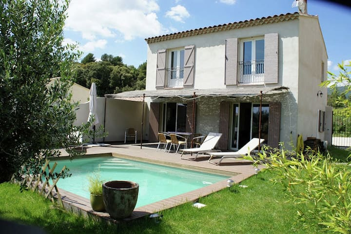 Beautiful Provencal house with private pool