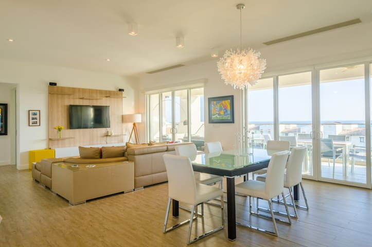 Living / Dining Areas