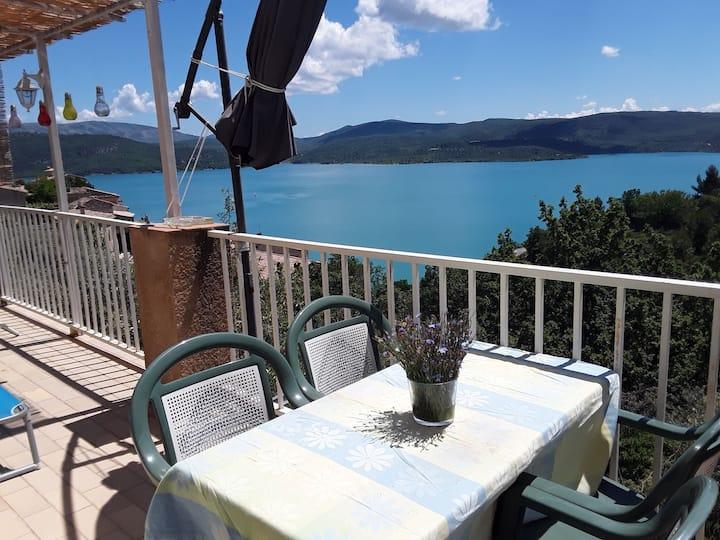 Chambre d'hôtes avec vue sur le lac.