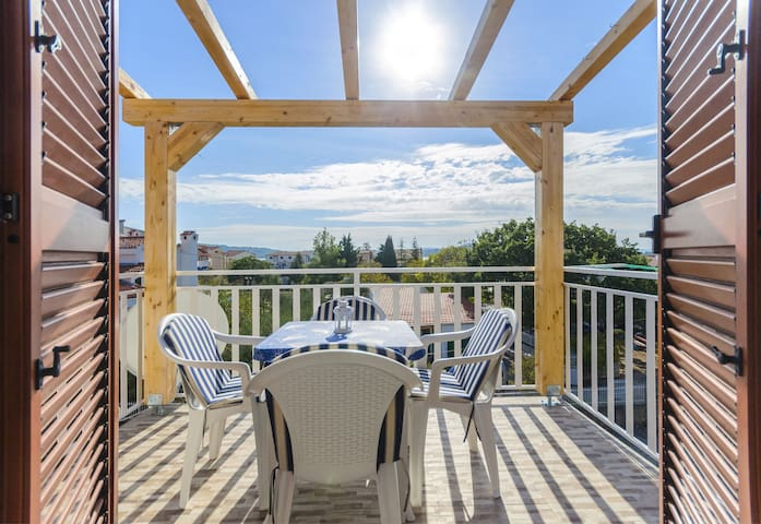 One bedroom Apartment, 200m from city center, seaside in Srima (Vodice), Balcony