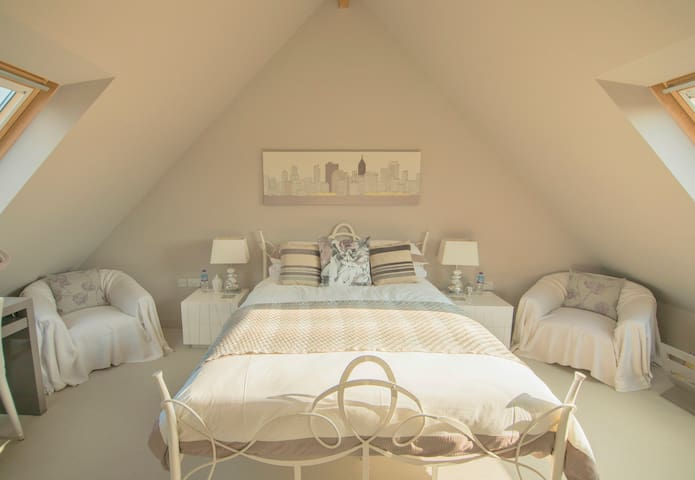 Folly Hill House Bed & Breakfast