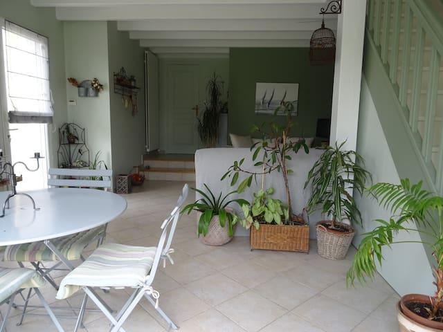 Logement indépendant de 45 m2 avec vue sur jardin.