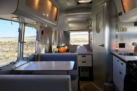 Contemporary Airstream - Marfa - Campingvogn