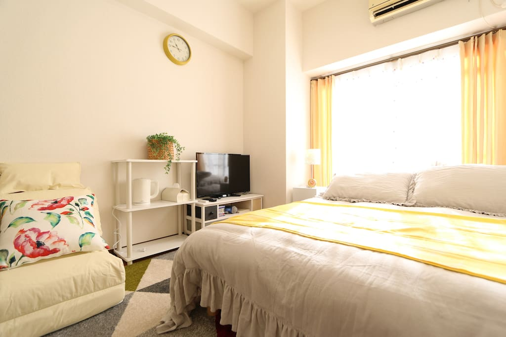 Big and comfortable room, welcome!  舒适的大房间,欢迎入住。