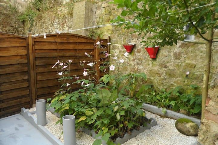 Studio centre ville de St-BRIEUC avec jardinet