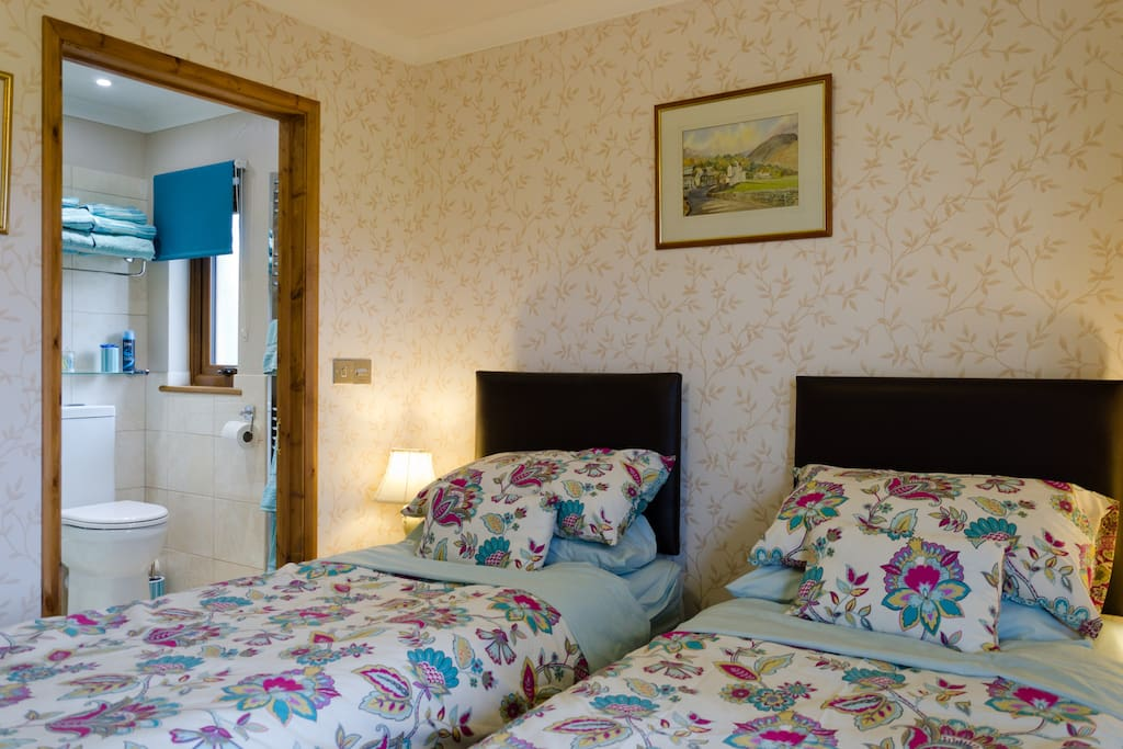 Traditional Front Bedroom with En-suite.