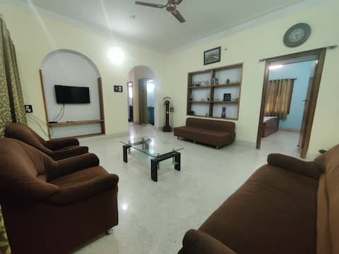 4bhk house with optional Ac and full kitchen