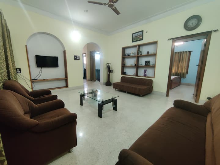 Kavitha Guest House (4bhk with balcony & terrace)