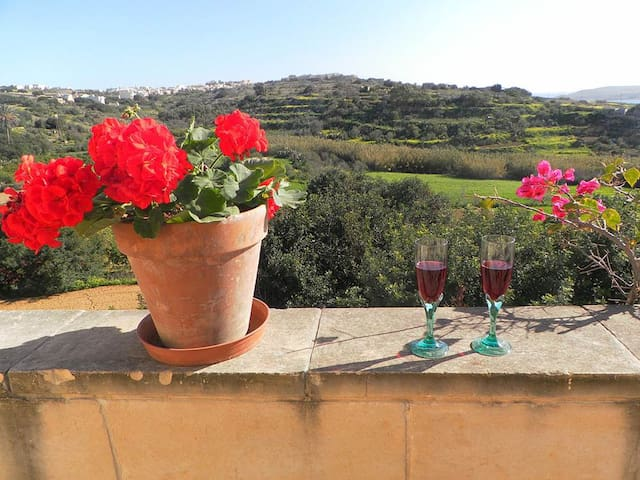 COUPLE'S GETAWAY AT PERFECT LOCATION ON GOZO - Għajnsielem - Daire