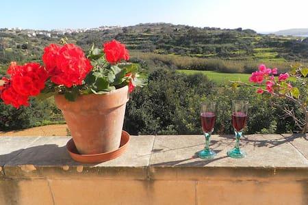 COUPLE'S GETAWAY AT PERFECT LOCATION ON GOZO - Għajnsielem - Apartment