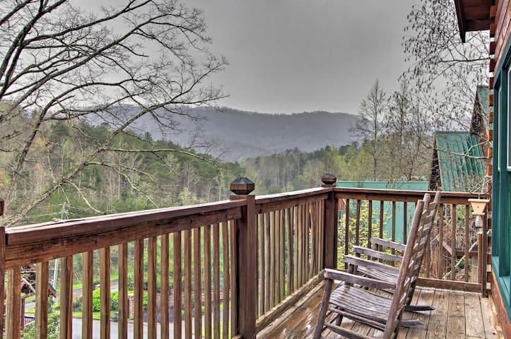 NEW! Cozy Pigeon Forge Cabin w/Hot Tub & Game Room