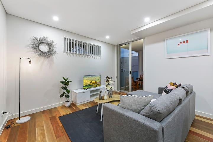 Modern and private 1 bedroom at five dock