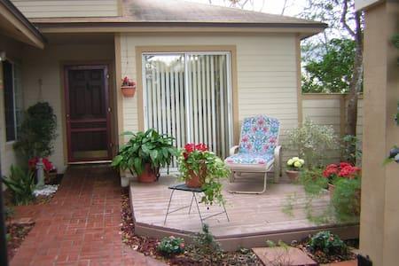 N. Orlando, 2/2 house, pool comty - Apopka - Ház