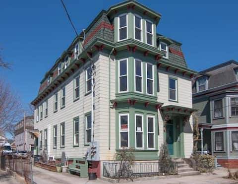 Clean Studio Apartment on Federal Hill, Providence