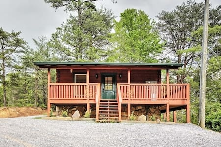 Studio Log Cabin in Sevierville w/Private Hot Tub!