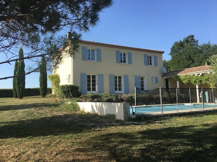 Villa au calme, parc et piscine privée