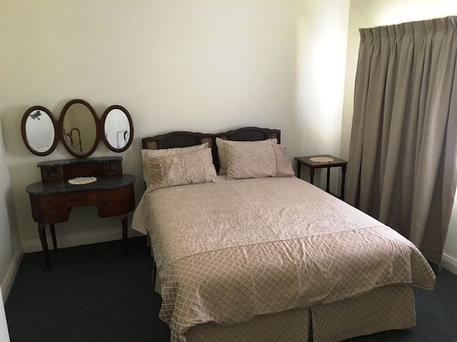 Bed 2.  Queen bed.