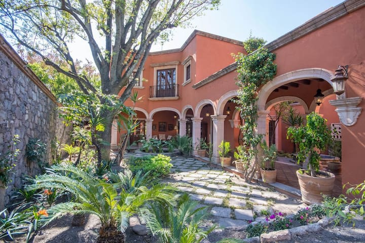 Amazing House in Downtown San Miguel with Parking