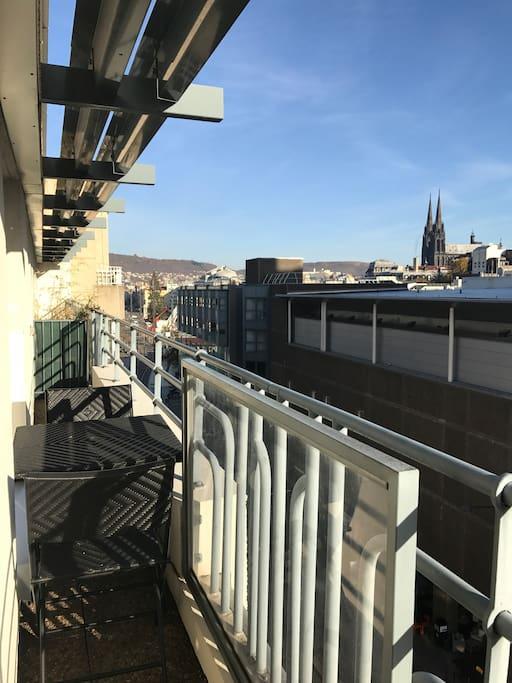 Table extérieur/ balcon - vue cathédrale