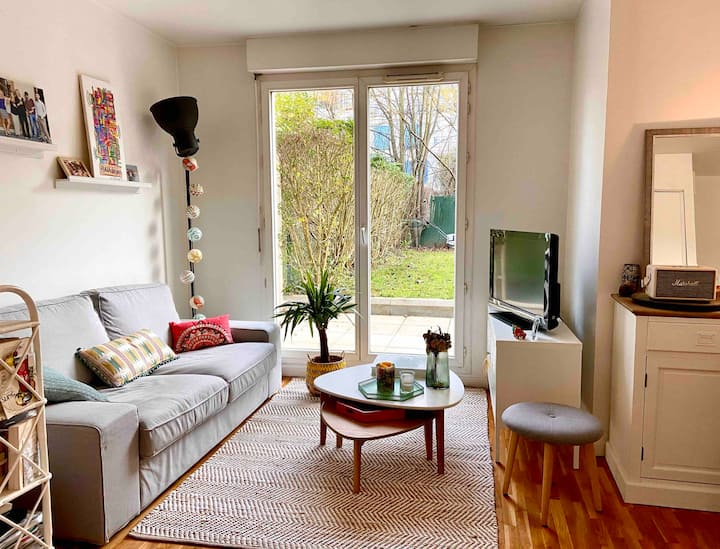 Spacious studio with a garden in Rueil Malmaison