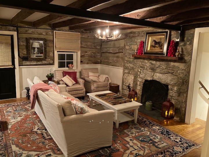 Renovated Historic log cabin Virginia hunt country