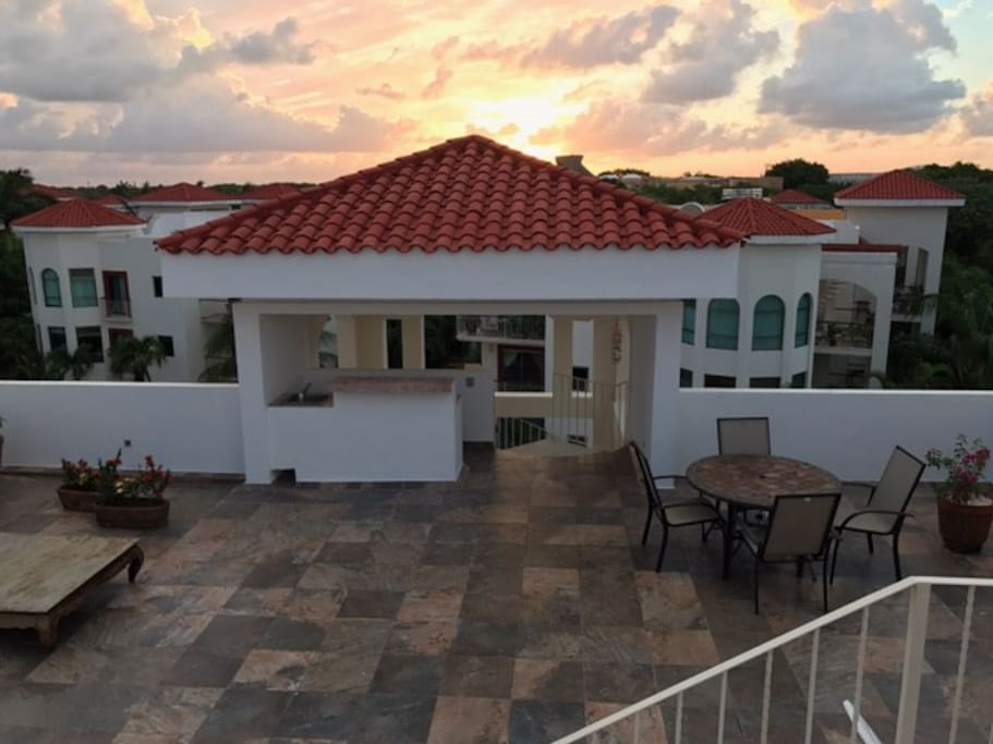 Another breathtaking sunset atop the rooftop. Enjoy the amenities of a hotel (with onsite staff) and a fraction of the price.  Unit is 1200+ square feet plus an additional 800 square feet of rooftop, where you can watch Cozumel glisten at night.