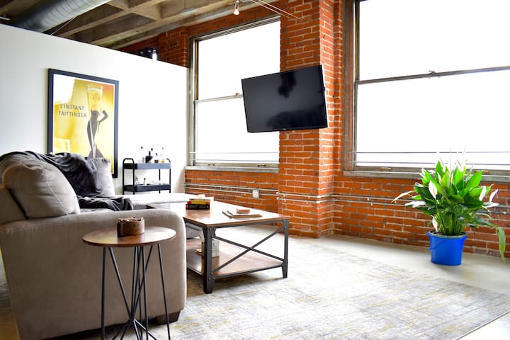 Sunny Loft in Historic Downtown LA
