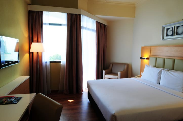 Superior Partial Seaview Room with Breakfast