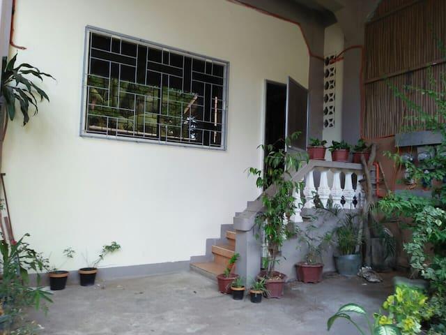 Emy's Place Annex - Coron - Hus
