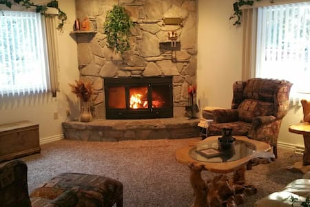 Gorgeous 3 Bdrm home just outside West Yellowstone - West Yellowstone