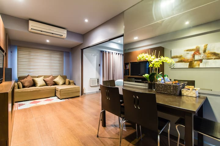 Comfortable apartment w pool view + WiFi - Taguig
