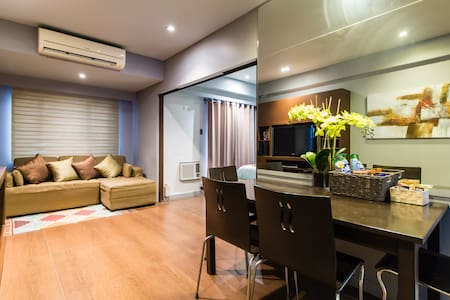 Comfortable apartment w pool view + WiFi - Taguig - Apartament