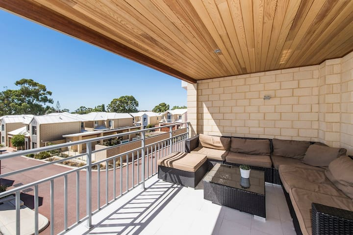 Two Bedroom Townhouse in Coastal Mandurah