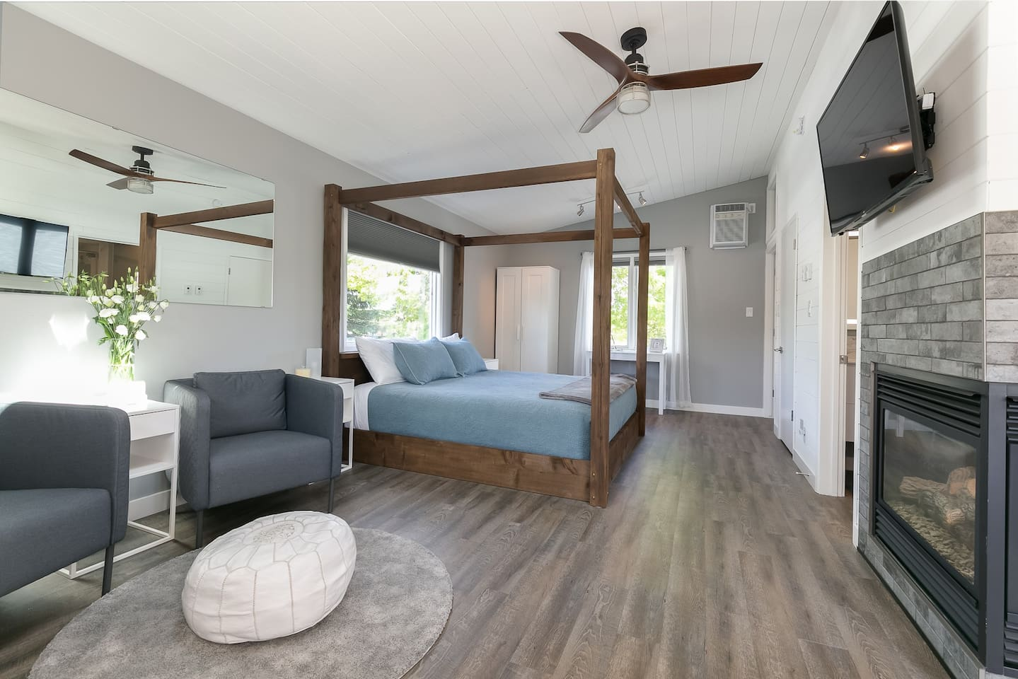 Step into this open-concept studio suite. This stunning King-sized bed is so inviting!