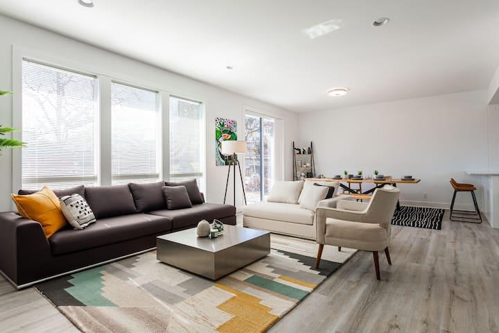 Plaza/3 Bedrooms/Patio/Backyard/Driveway