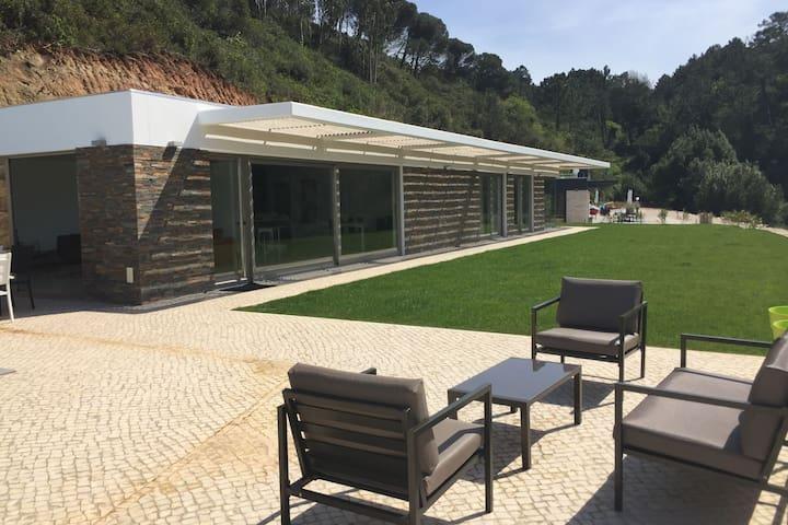 Rustig gelegen, comfortabele villa met privé-zwembad en fijne tuin nabij Nazaré